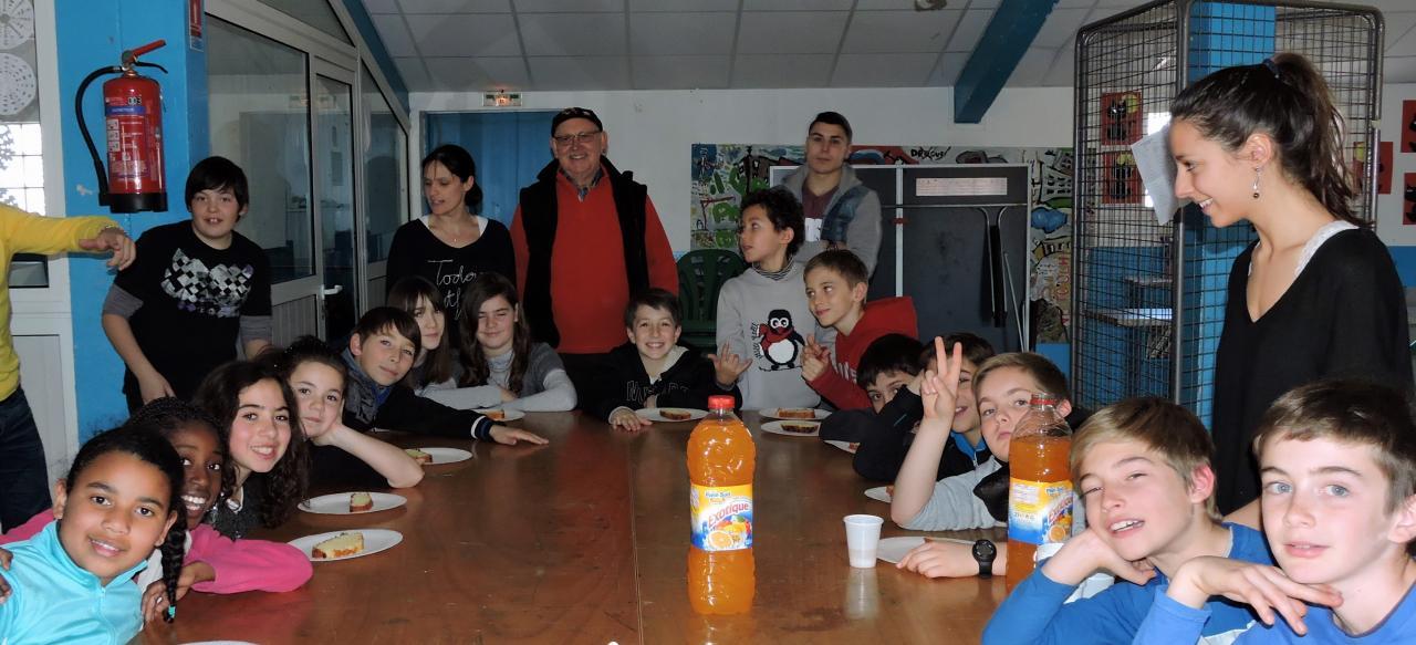 Anniversaire de François N et gâteau offert par le PIJ